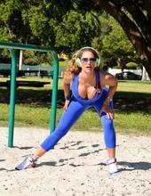 Jennifer works out 00