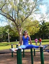 Jennifer works out 05