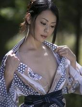 Nana Aida - Don't need that yukata 01