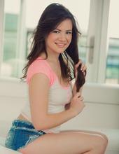 Alison Rey 01