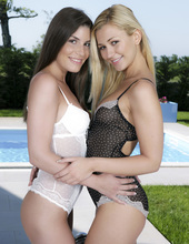 Sindy Black And Tracy Delicious 00