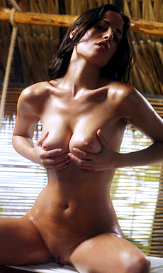 Muriel Hot Oiled Girl Posing Naked