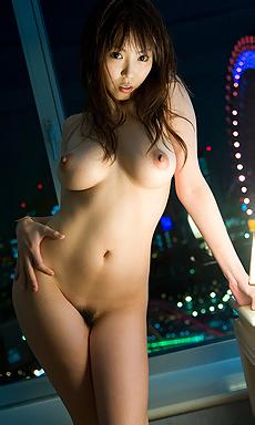 Busty beauty Ruru Anoa