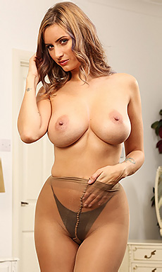 Busty Sammy Braddy In Pantyhose
